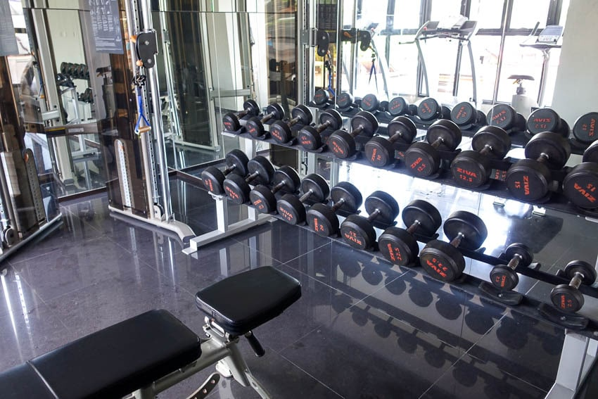 Page 10 hotel Pattaya Fitness Center weights