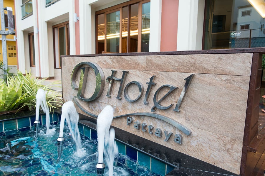 D Hotel Pattaya Sign