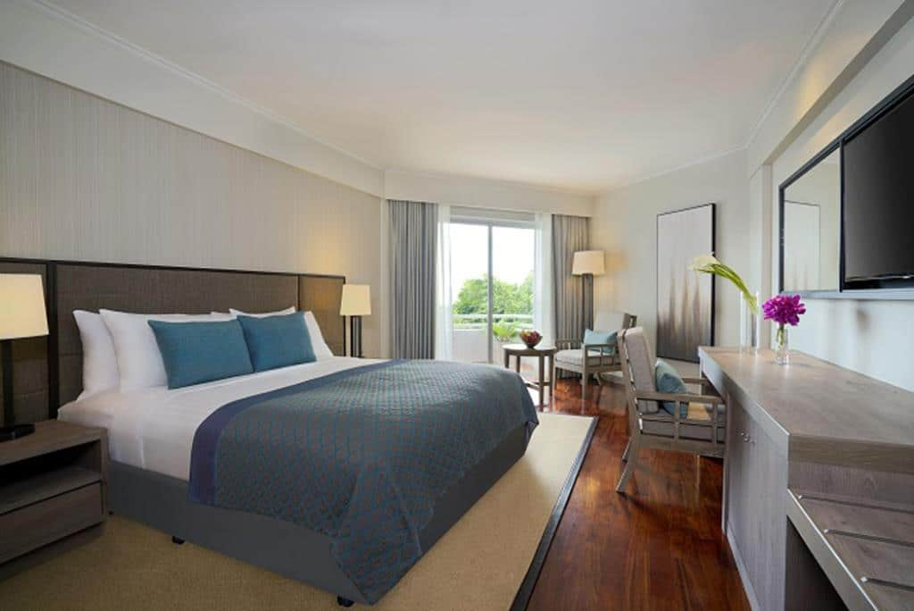 Avani hotel Pattaya guest room with queen bed.