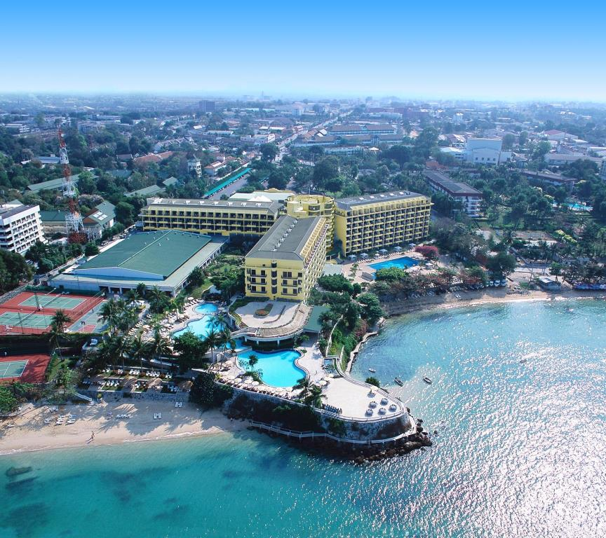 Dusit Thani Resort Pattaya Beach Road. View from the sky of Hotel, pool, tennis courts, and beach.