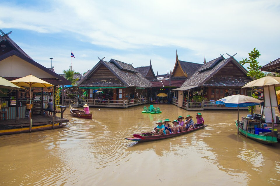 Boat cruising on the canal at the Pattaya Floating Market, Pattaya, Thaialnd